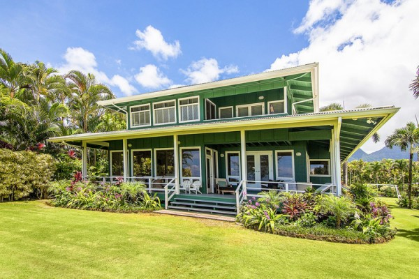 Distinctive hawaii style living eco beach chic homes for Hawaiian plantation style home plans